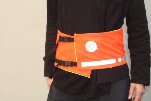 Une ceinture de visibilité orange de Vasimimile