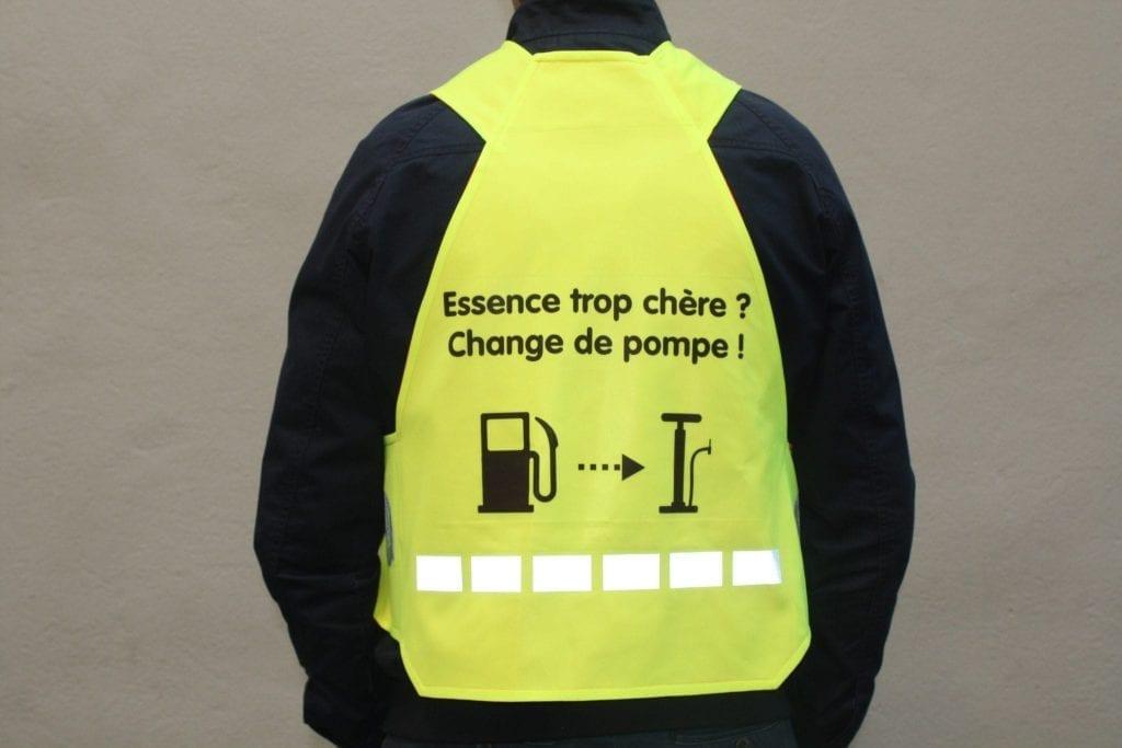 Gilet jaune avec slogan Essence trop chère? Change de pompe!